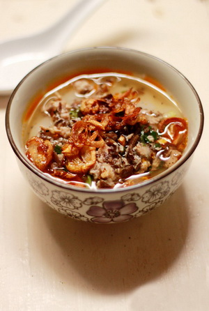 banh-duc-nong-chan-nuoc-thit-h5