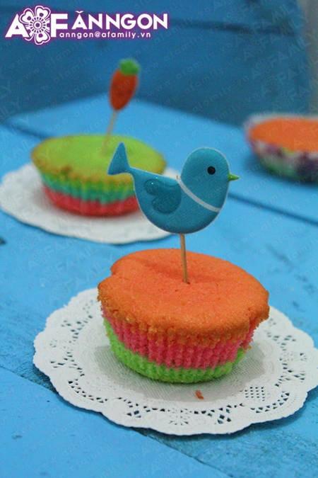 banh cupcake cau vong 04.09.14 1 Cách làm bánh cupcake cầu vồng