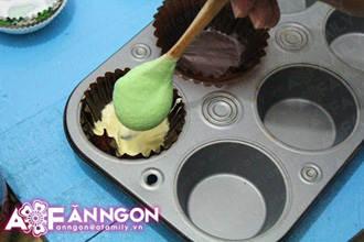 banh cupcake cau vong 04.09.14 13 Cách làm bánh cupcake cầu vồng