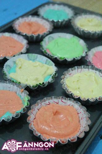 banh cupcake cau vong 04.09.14 15 Cách làm bánh cupcake cầu vồng