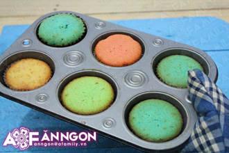 banh cupcake cau vong 04.09.14 17 Cách làm bánh cupcake cầu vồng
