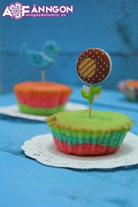 banh cupcake cau vong 04.09.14 18 Cách làm bánh cupcake cầu vồng