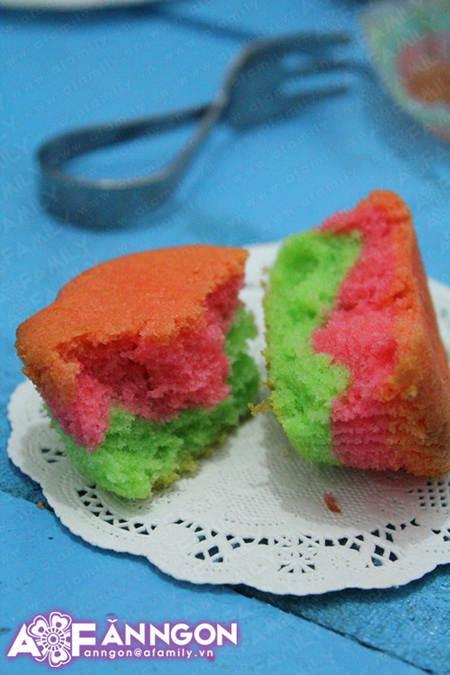 banh cupcake cau vong 04.09.14 19 Cách làm bánh cupcake cầu vồng