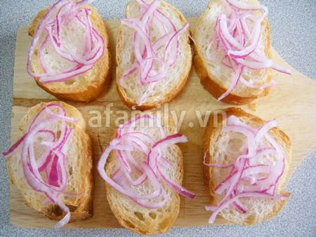 banh my ca hoi 17.09.14 7 Cách làm bánh mỳ cá hồi xông khói