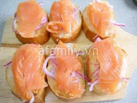 banh my ca hoi 17.09.14 8 Cách làm bánh mỳ cá hồi xông khói