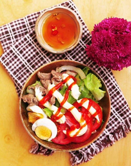 1418812150 salad tron thit bo xao 10 Salad trộn thịt bò xào