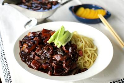 mi tuong den 14 Cách làm mỳ tương đen Hàn Quốc