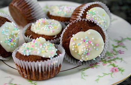 lam-banh-brownies-phien-ban-nho-xinh-moi-ai-an-cung-de-10