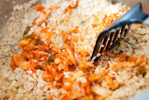 com-chien-kimchi-23-9-4