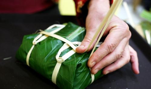 cach-goi-banh-chung-vuong-khong-can-khuon-13