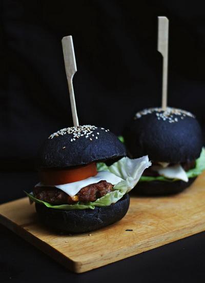 lam-moi-vo-banh-hamburger-voi-tinh-than-tre-1