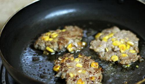 lam-moi-vo-banh-hamburger-voi-tinh-than-tre-8