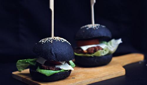 lam-moi-vo-banh-hamburger-voi-tinh-than-tre-9