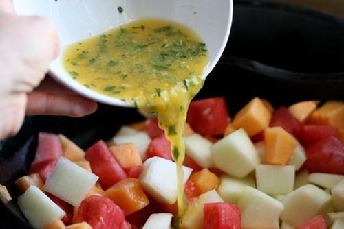 salad-dua-bo-sung-vitamin-cho-ca-nha-khoe-dep-4