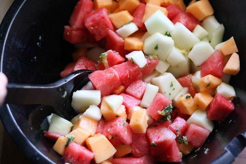 salad-dua-bo-sung-vitamin-cho-ca-nha-khoe-dep-5