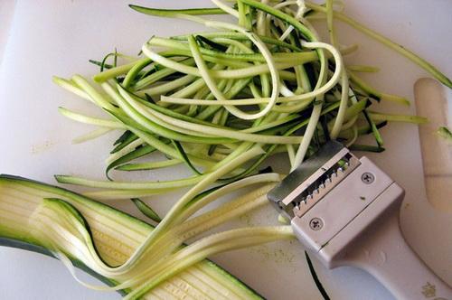 cach-lam-spaghetti-sot-ca-chua-bi-ma-khong-dung-spaghetti-1