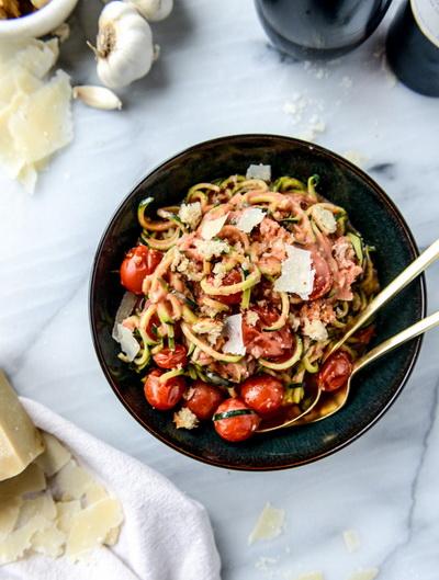 cach-lam-spaghetti-sot-ca-chua-bi-ma-khong-dung-spaghetti-6