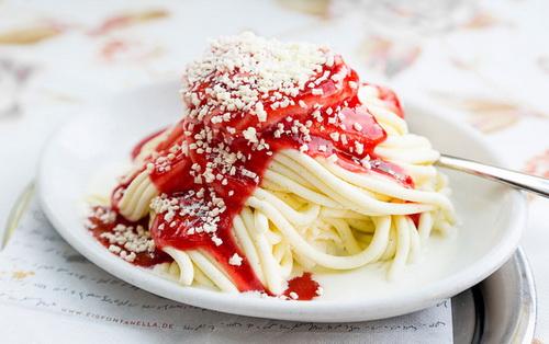 hoc-nguoi-duc-nau-mi-spaghetti-bang-kem-an-thay-com-2