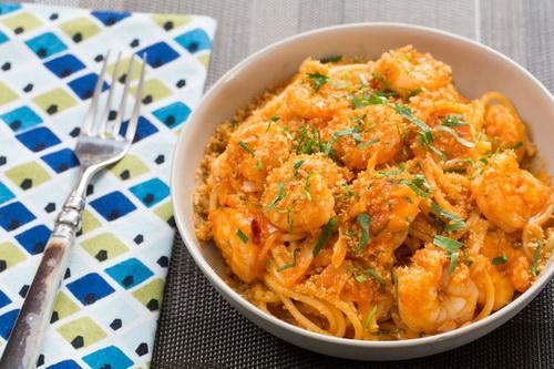 bua-sang-nong-hoi-voi-spaghetti-xot-tom-7