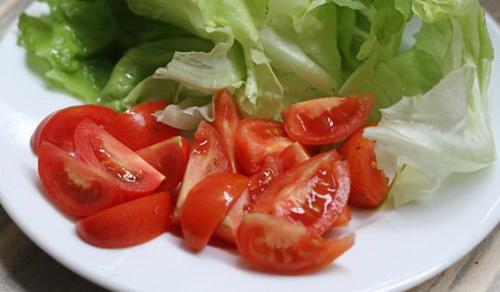 cach-lam-salad-bo-tom-dep-dang-dep-da-cho-phai-dep-4