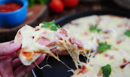 lam-pizza-sot-bo-bam-ca-chua-kieu-y-1