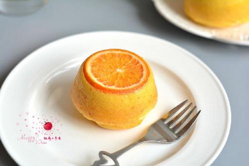 nham-nhi-banh-cupcake-cam-tuoi-mem-thom-8