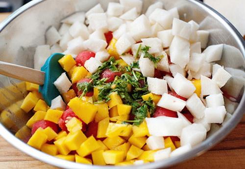 muon-giam-can-giu-dang-lam-ngay-salad-mua-he-sau-day-6
