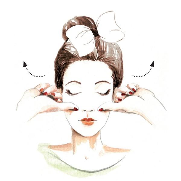 Massage giúp gò má mịn màng và căng đầy